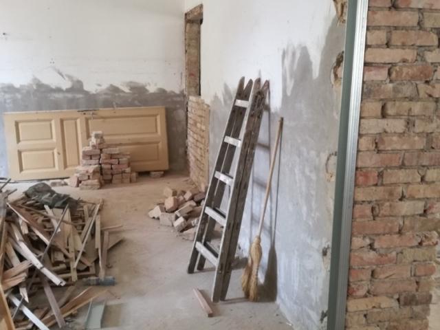 Festés, burkolás, kőműves munka, térkövezés, hőszigetelés, gipszkartonozás, betonozás, bontás, törmelék eltávolítása